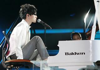 Tocando el piano con algo más que con las manos