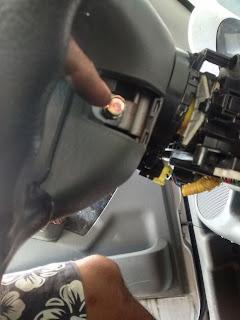 parafuso que prende o Airbag