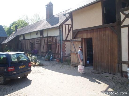 フランス・ノルマンディ旅行、観光、フランス男、ノルマンディのブログ、ノルマンディのバラの町ジェルブロワ