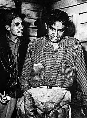 Ricardo Blume (izquierda) y Luis Álvarez (derecha) en la obra Collacocha (Foto de archivo de Caretas)