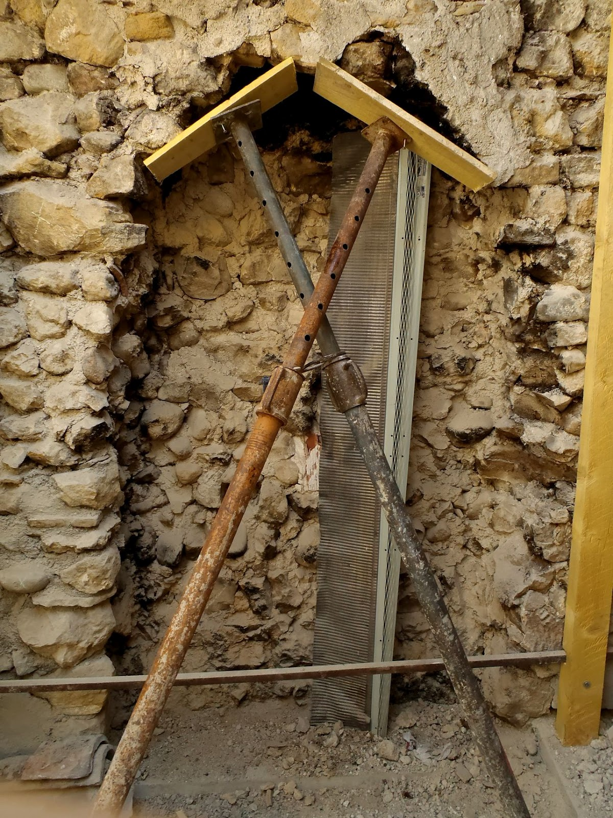 Ouvrir un mur en pierre duabord luintrieur aprs - Ouvrir mur porteur prix ...