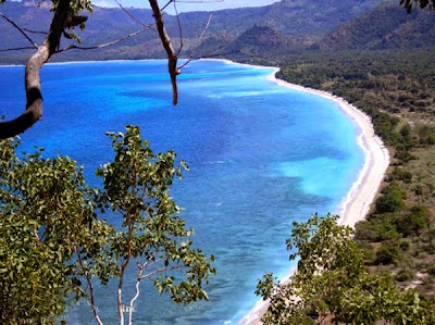 how to get and accommodation to white sand beach in lampung