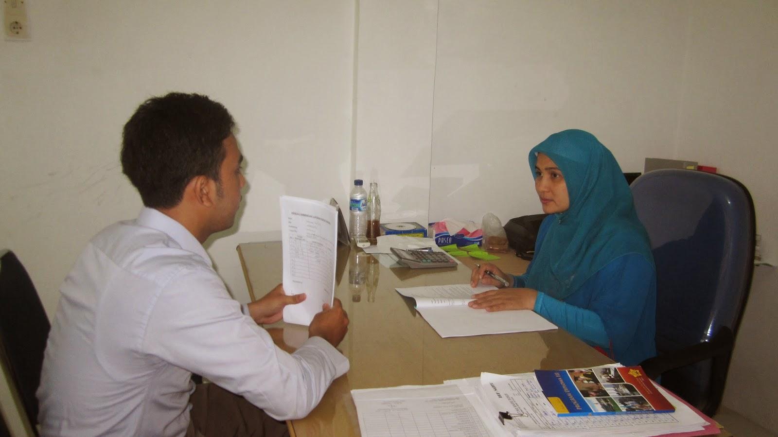 Ketua Prodi D-III perpajakan sedang melakukan Pembimbingan LKP terhadap Mahasiswa.