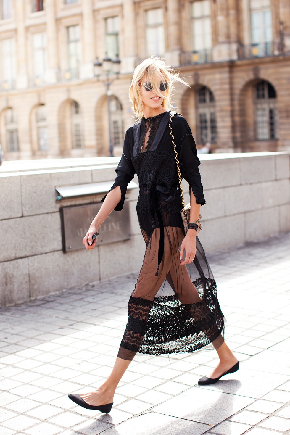 Anja Rubik street style Paris fashion week haute couture autumn/winter 2011