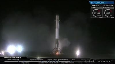 SpaceX Catat Sejarah Pendaratan Roket Vertikal Pertama