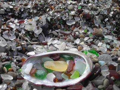 شاطىء الزجاج Treasures.jpg