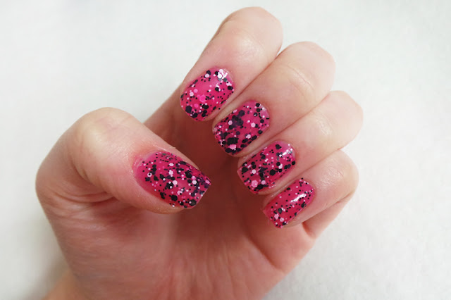 Maybelline Color Show Polkadots Speckled Pink Nail Varnish Review & Swatches