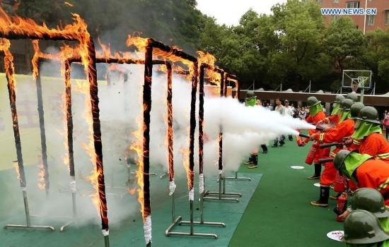Οι ασκήσεις πυρασφάλειας στα σχολεία της Κίνας είναι κάπως πιο έντονες