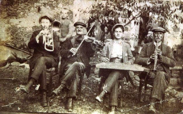 """Μπακαλιάρος σκορδαλιά με κλαρίνα και βιολιά στο """"Τσιπουράδικον Του Θωμά"""""""
