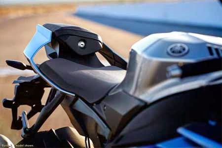 fitur Yamaha R1M