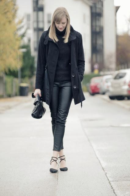 leather pants H&M hm aw 2013 2014, zara lunchbag, black turtleneck sweater, black coat s oliver, winter outfit look, asos strappy heels, fashion blogger blog, style blogger, all black otd