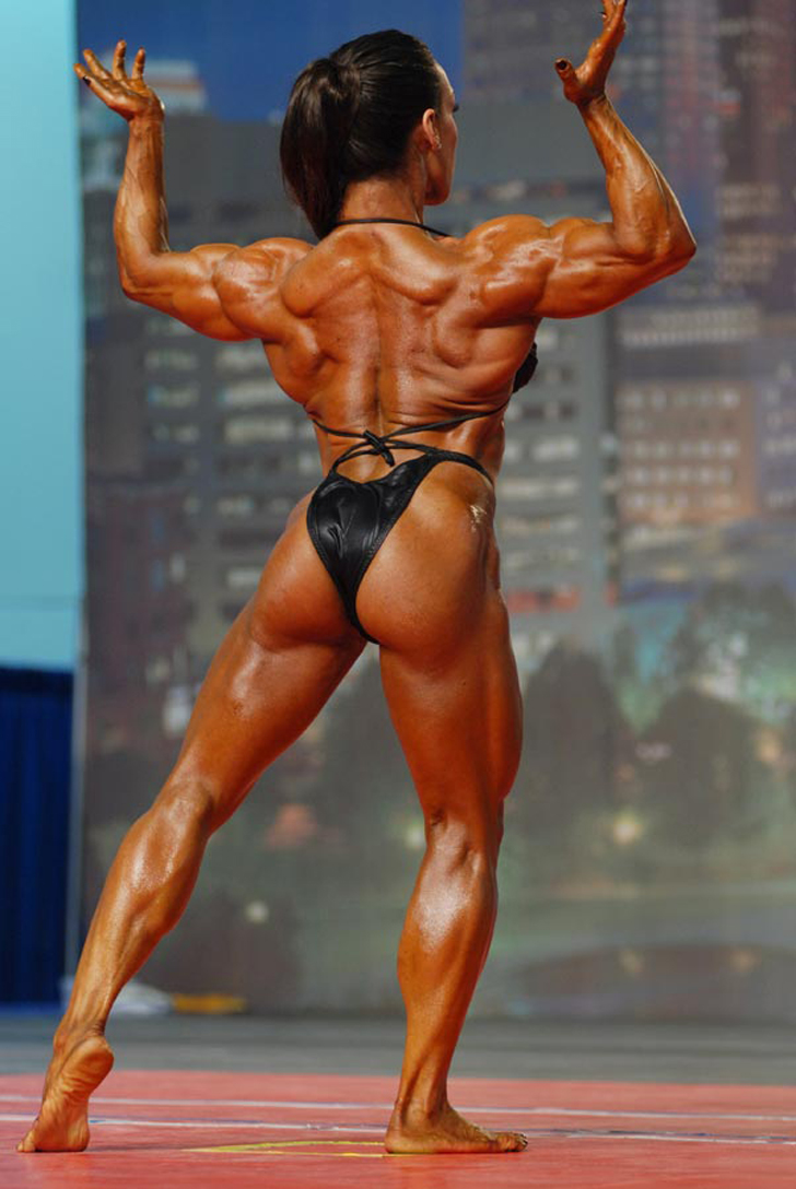 Denise Masino Flexing Her Shredded Physique At The 2007 Arnold Classic