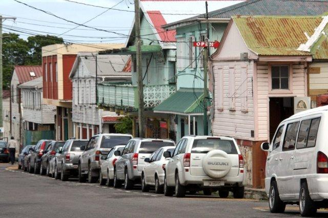 Newgate Street, calle que conduce a la Catedral de San Juan en St John's, Antigua
