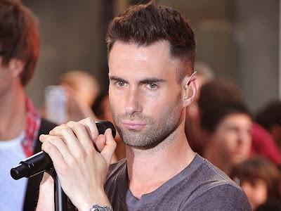 Wallpaper Vokalis Maroon 5 Ukuran Besar