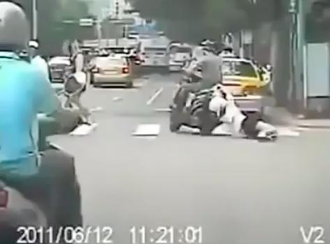 Video Gadis Berpaut Pada Motosikal Yang Dilarikan Pencuri