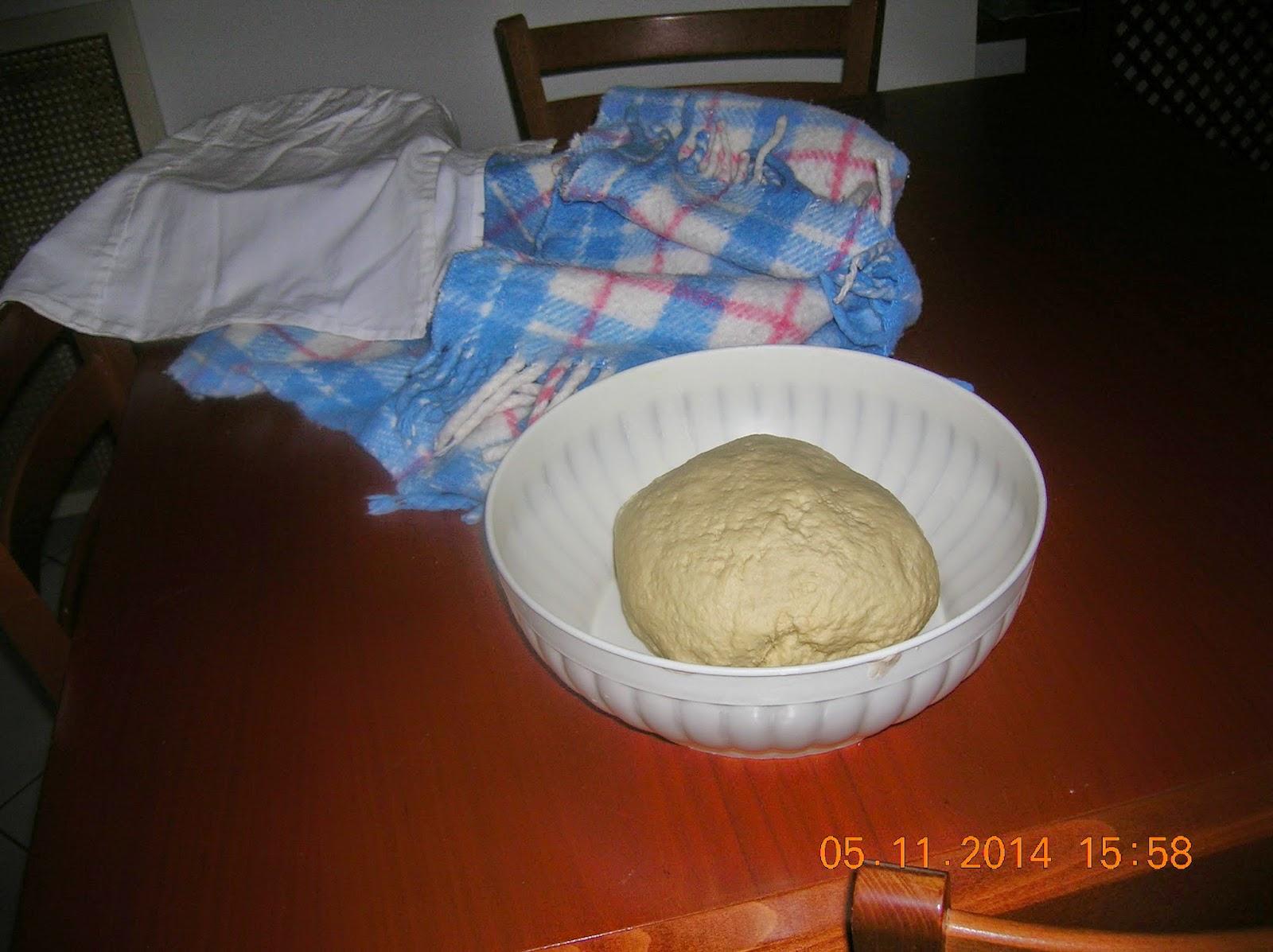 panadine  con  piselli e  macinato di maiale- con salsiccia e patate-con verdure -con funghi -  grissini  rustici farciti  con prosiutto cotto e fontina