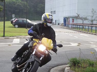 Alexsander com sua BMW F800R