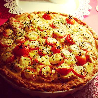 Tarta z pomidorkami koktajlowymi i serem feta