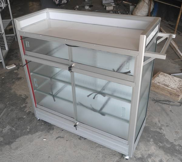 etalase aluminium rumah sakit