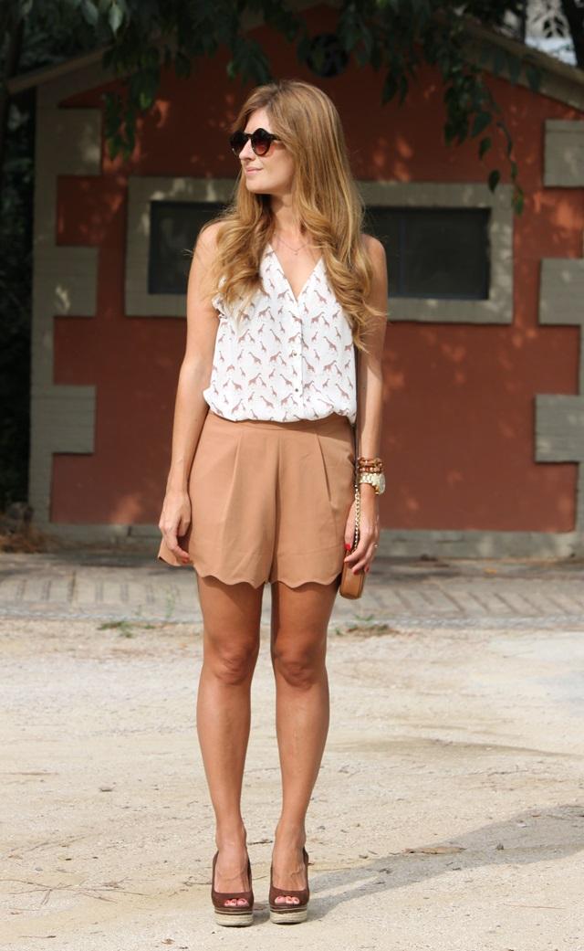 look_con_shorts_gafas_de_sol_redondas