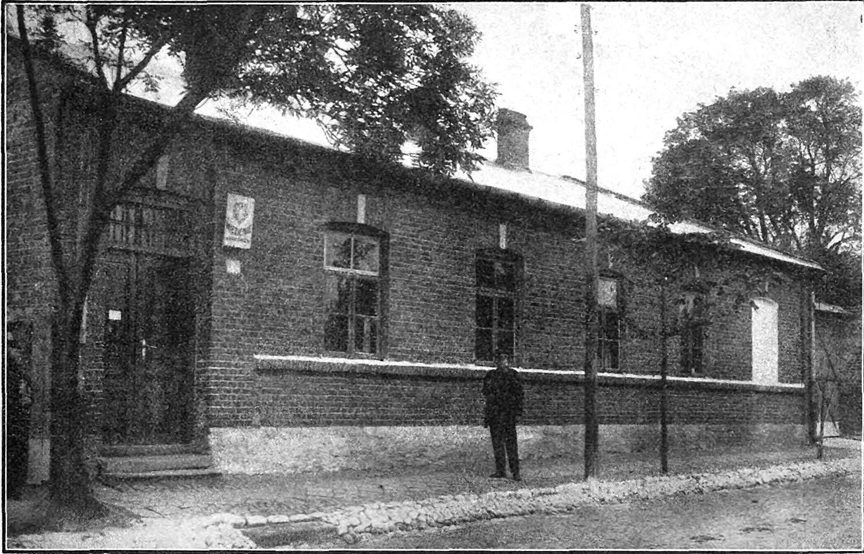 Końskie, ul. Spółdzielcza. Budynek nieistniejącego budynku więzienia od strony północnej. Fotografia zamieszczona w: Księdze jubileuszowej więziennictwa polskiego 1918-1928.