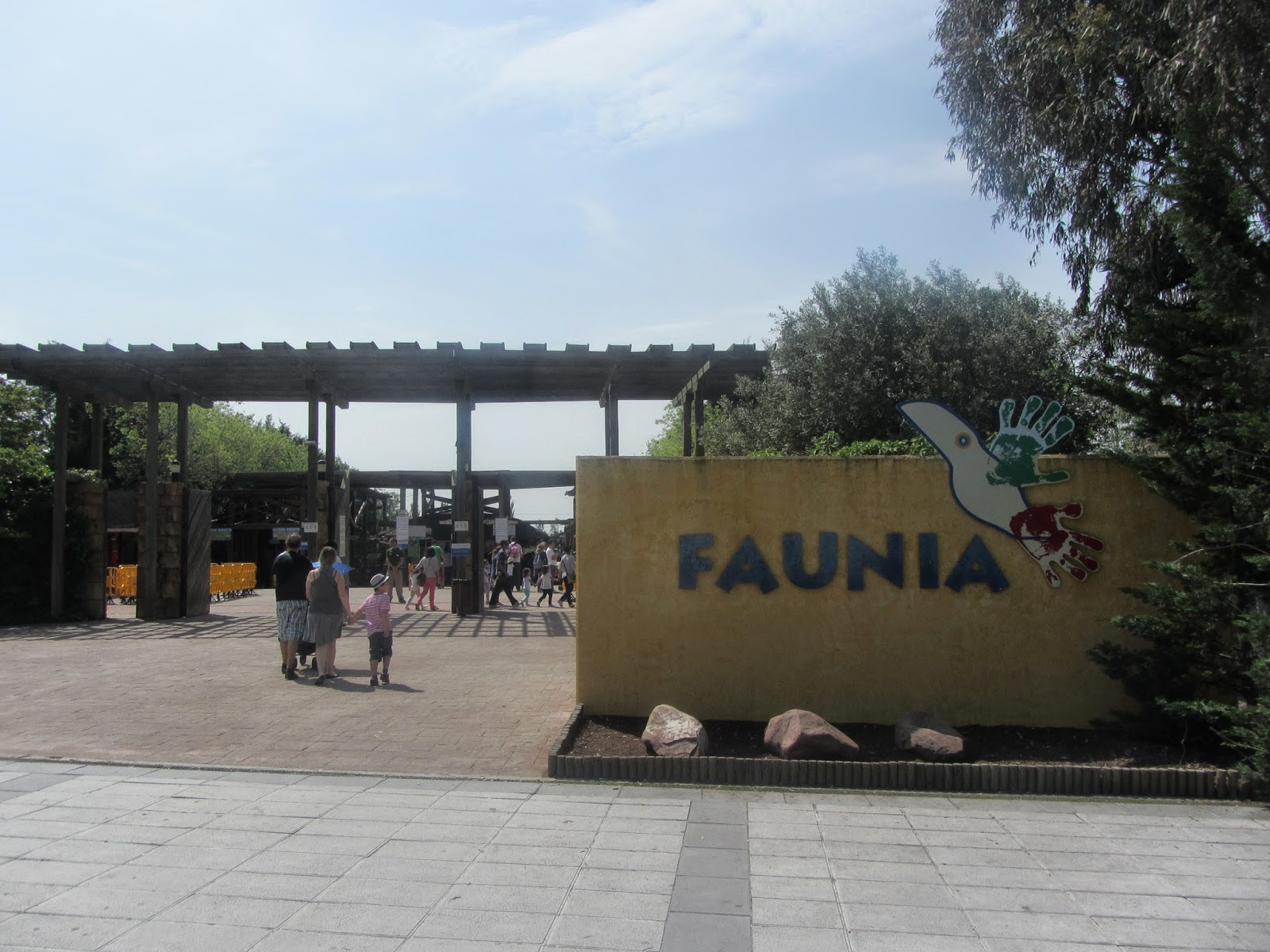 Faunia, El Parque Temático de la Naturaleza, dispone de cuatro ecosistemas y varias áreas temáticas adaptadas para cada especie.