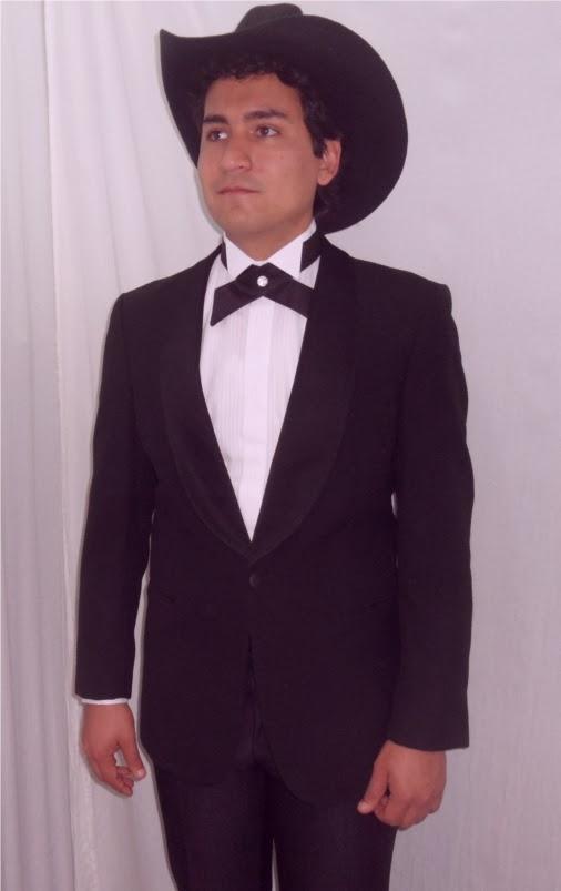 Hay vaqueros y vaqueros y si optas por un traje de esta tela para tu boda, te garantizamos que tendrá poco que ver. Es más, en la foto ni siquiera parece vaquero. Su punto fino y elegante sorprenderá a propios y extraños.
