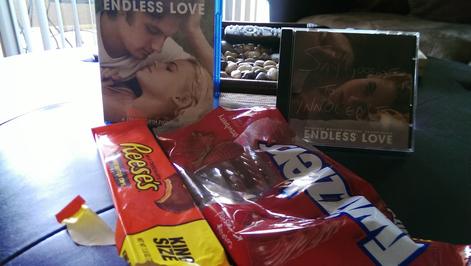 Watching+a+movie Endless Love Movie Night- Endless Love Review 2014