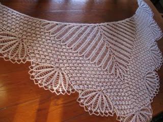 strikket sjal påfuglemønster