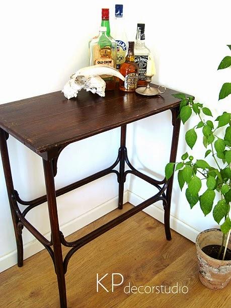 Aparador thonet de madera. Mesitas auxiliares vintage. Muebles vintage en valencia.
