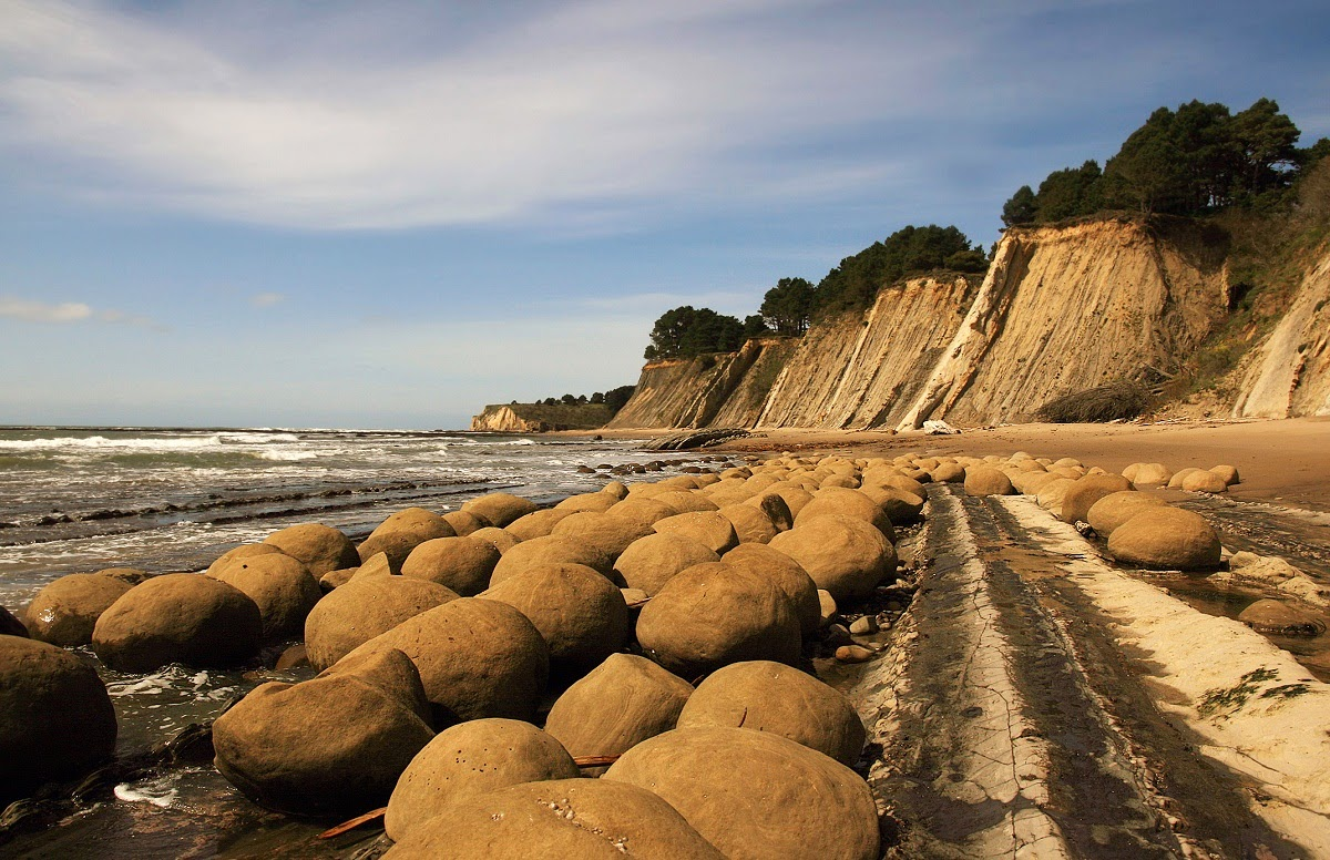 Strange Rock Formation Of Bowling Ball Beach ...