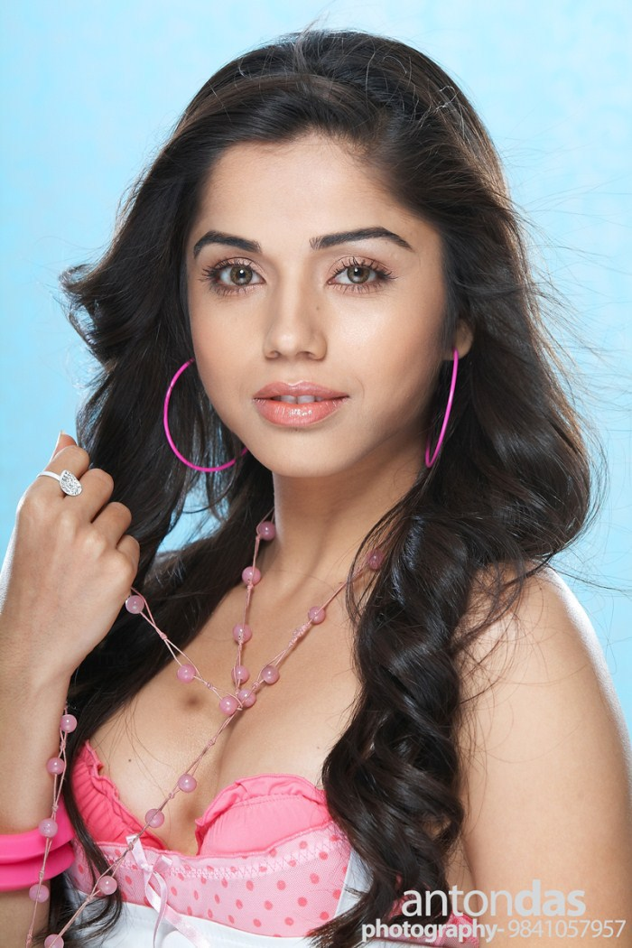 Aparna Bajpai Latest Hot Photo Shoot Gallery