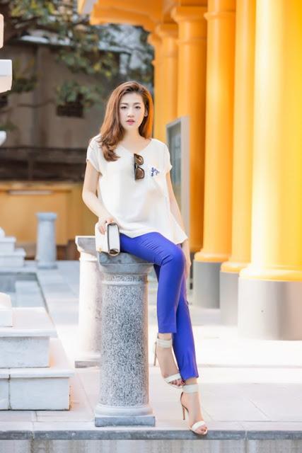 Ngoài việc học, thời gian này cô còn đảm nhận vai trò MC, đọc bản tin vào mỗi sáng nên muốn thay đổi phong cách mặc để phù hợp với công việc.