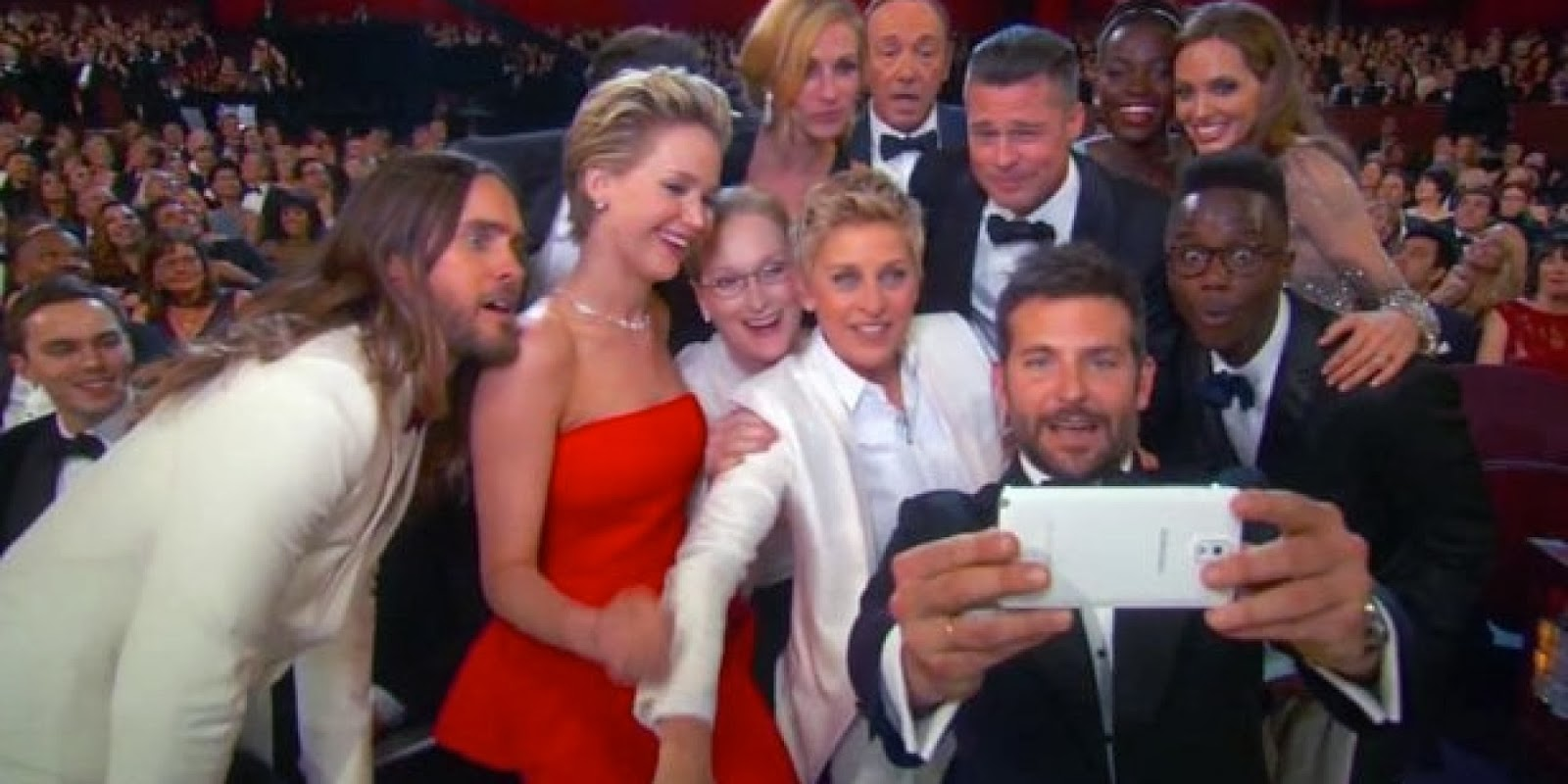 Ellen DeGeneres Takes Oscars 2014 Group Selfie With ...