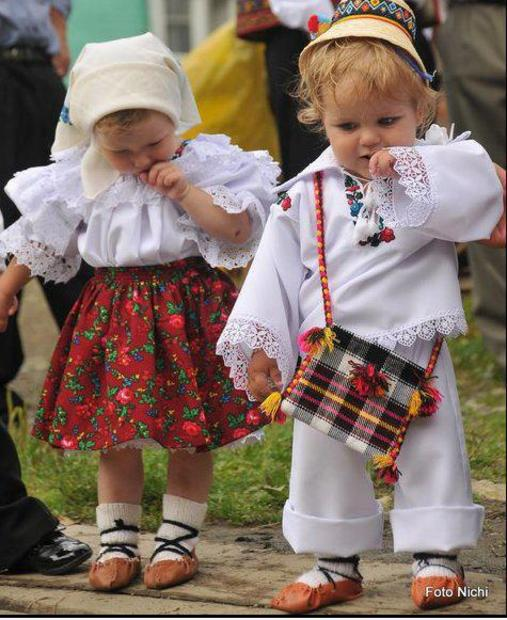 Traditional Romanian clothing