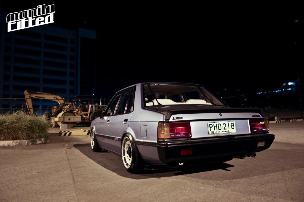 Mitsubishi Lancer II samochód nocą