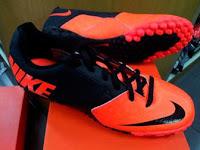 Sepatu Nike Futsal Bomba II Hitam Orange Harga: Rp. 699.000