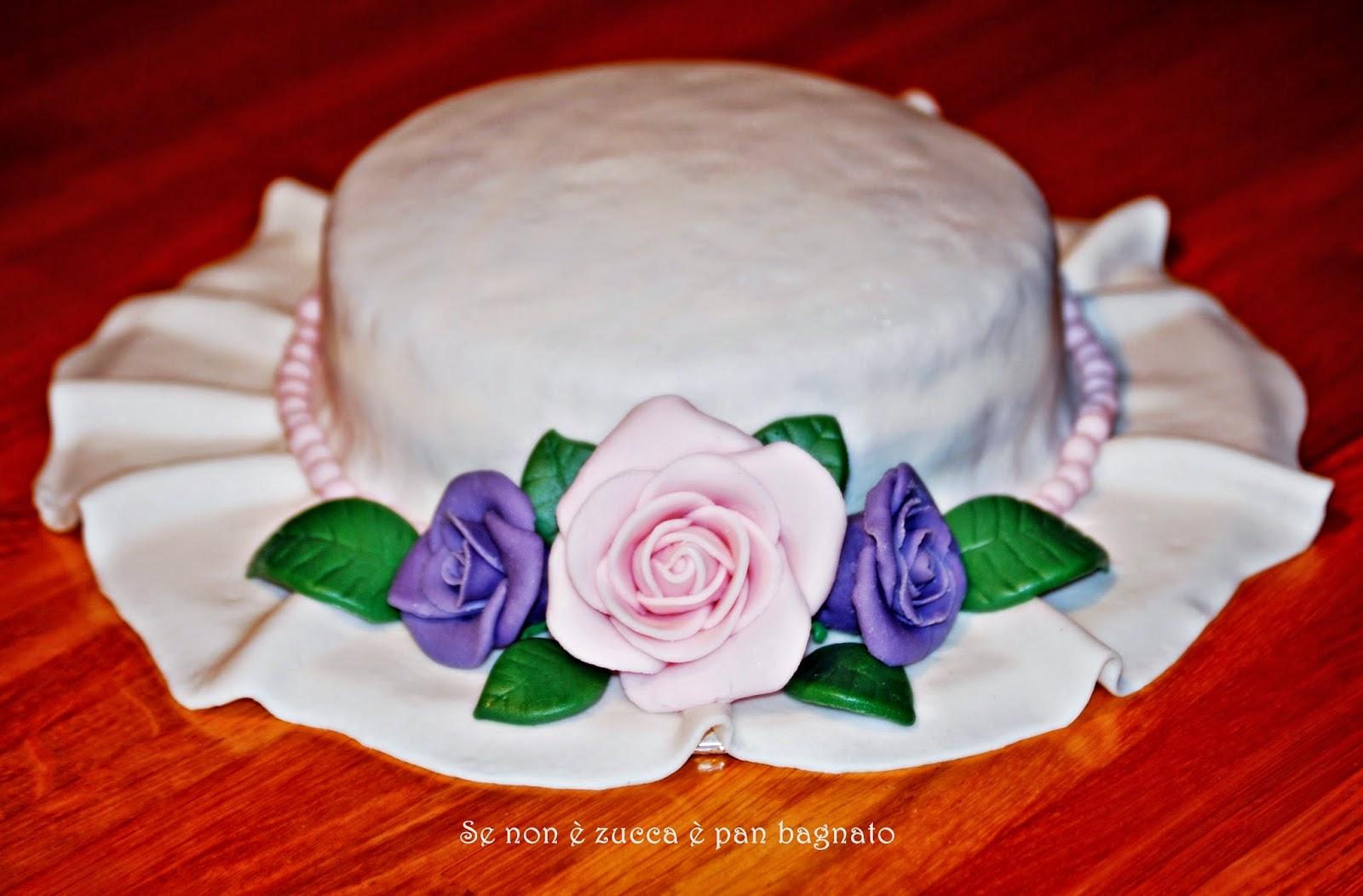 torta cappello decorata con mmf