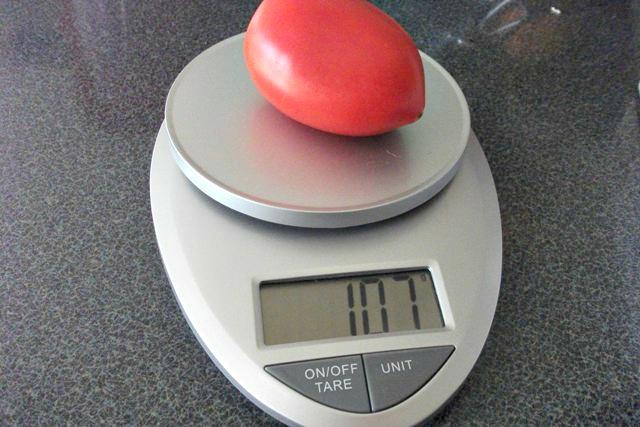 EatSmart Precision Pro Digital Kitchen Scale has two measuring functions