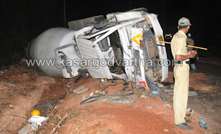 Accident, Driver, Injured, Mangalore, Rain, Lorry, Kerala News, International News.