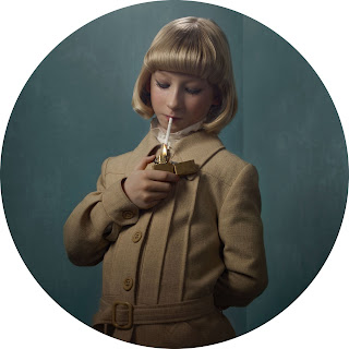 Frieke Janssen, Smoking Kids - Overklasse pige der tænder cigaret