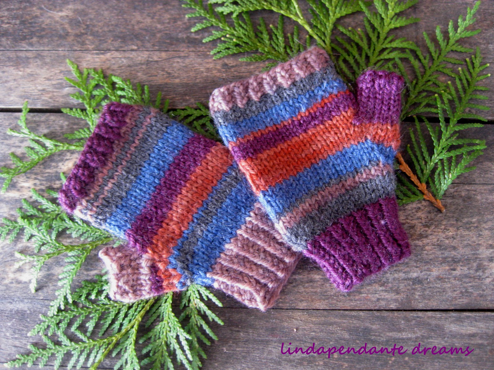 Knitting Patterns Fingerless Gloves Childrens : lindapendante dreams: Childrens Fingerless Gloves