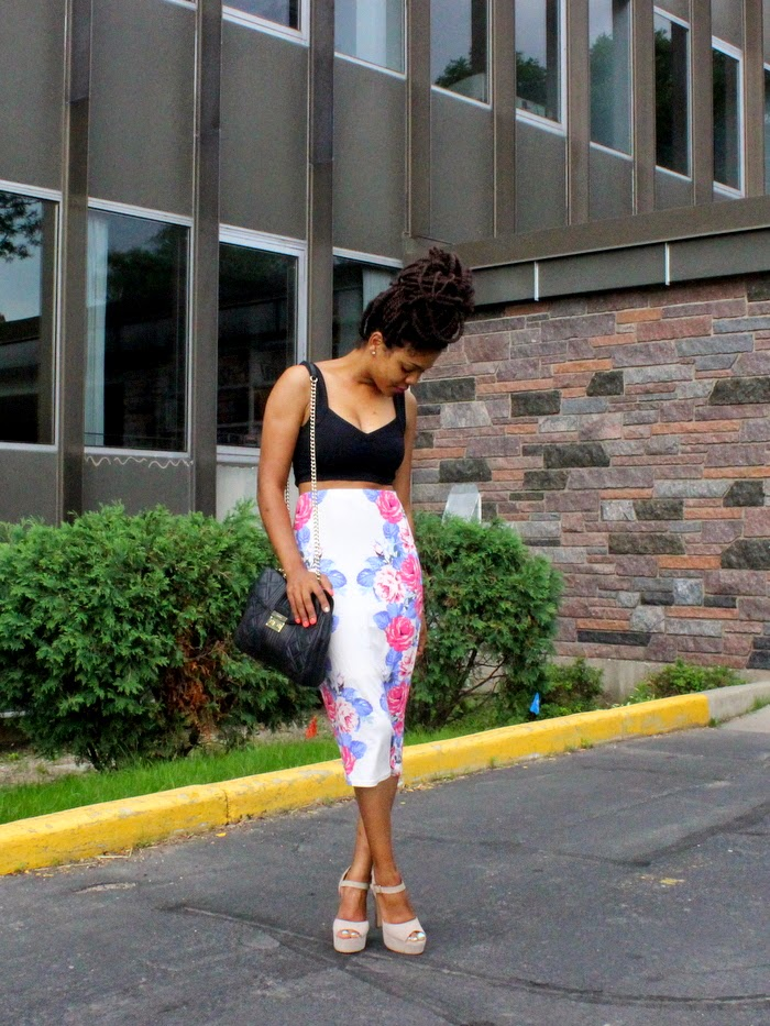 how to wear crop tops, high waisted skirts, crop tops, calvin klein quilted chain bag, steve madden platform pumps, steve madden dynamite, asos floral skirt, minneapolis blogger, style optimist blog, black crop top