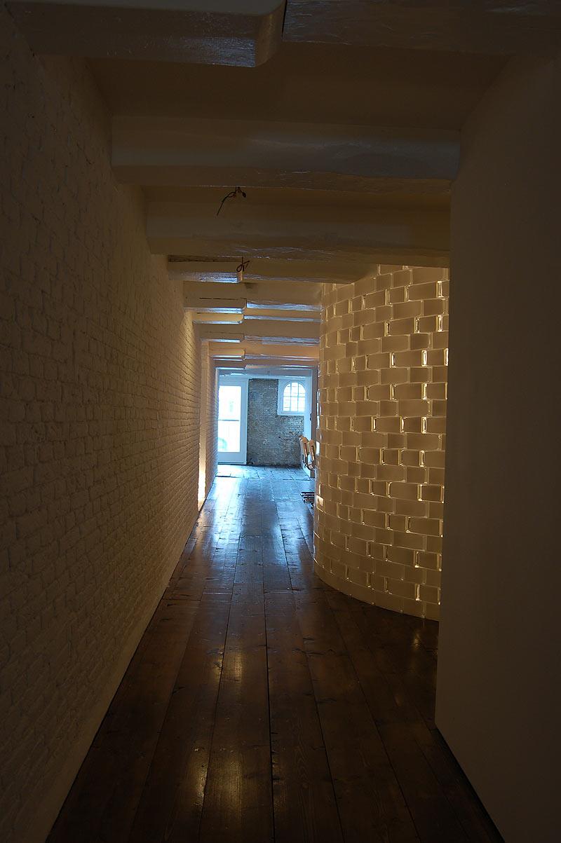 Interiores minimalistas vivir en paralelo en un loft de for Interiores minimalistas