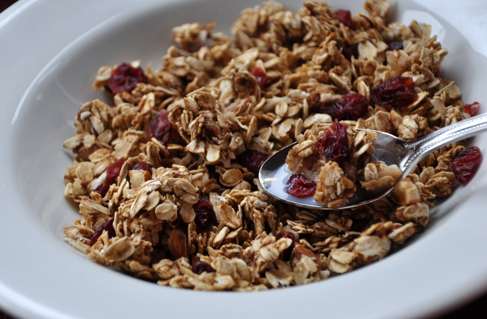 LA GRAHAM: APPLE CINNAMON GRANOLA- CLEAN EATING