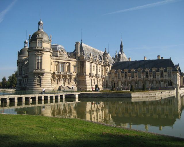 Chateau Chantilly, French chateau in Oise