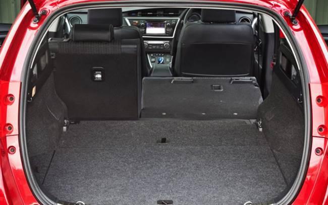Toyota Auris Touring Sports 1.8 Icon Hybrid Review