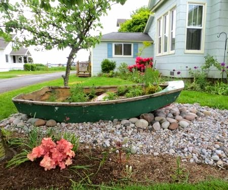 Classic nautical curb appeal ideas from cannon beach for Garden design troller boat