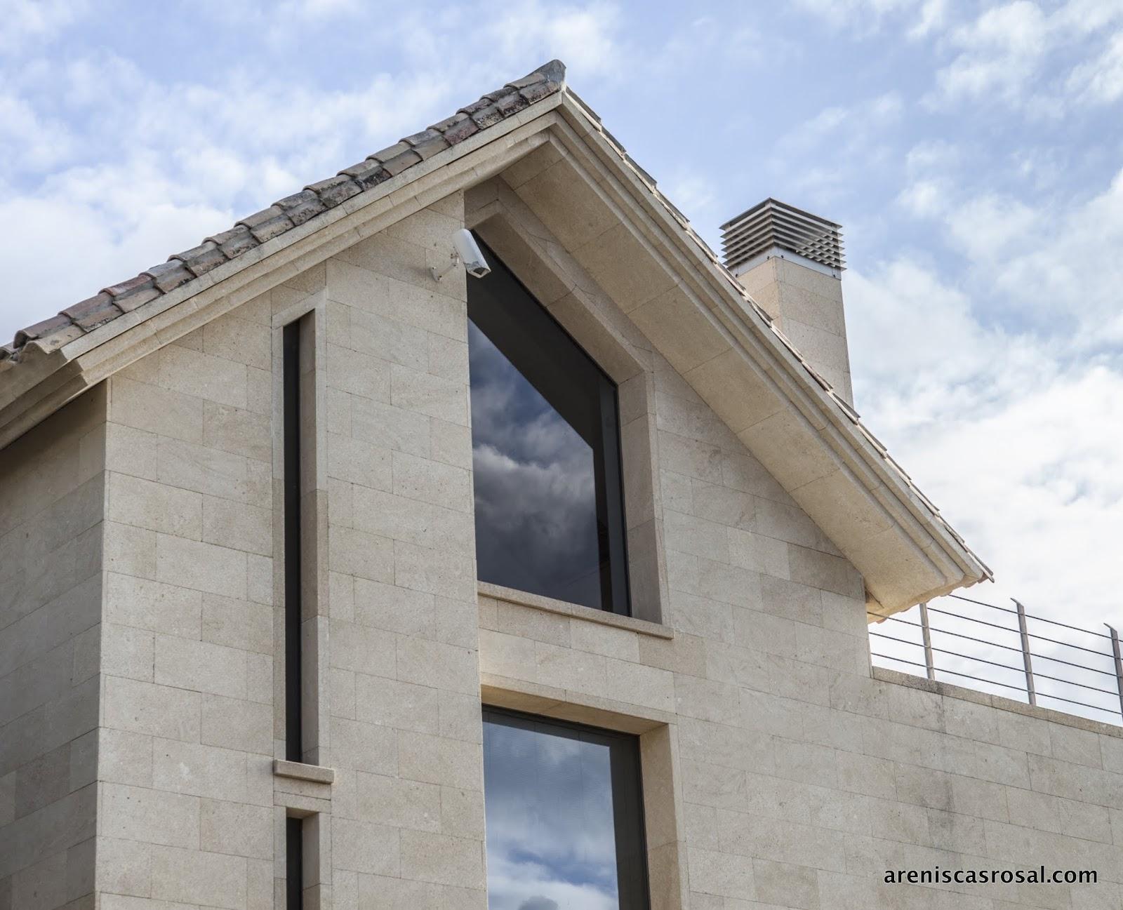Vivienda en marbella 1 areniscas rosal s a - Aplacado piedra fachada ...