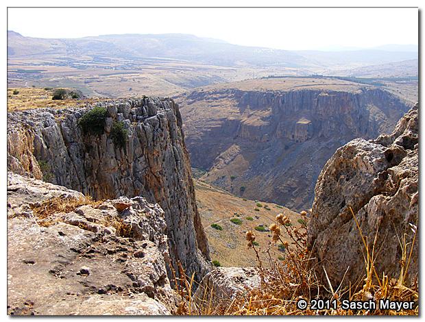 The Jagged Cliff Mt-arbel-cliffs